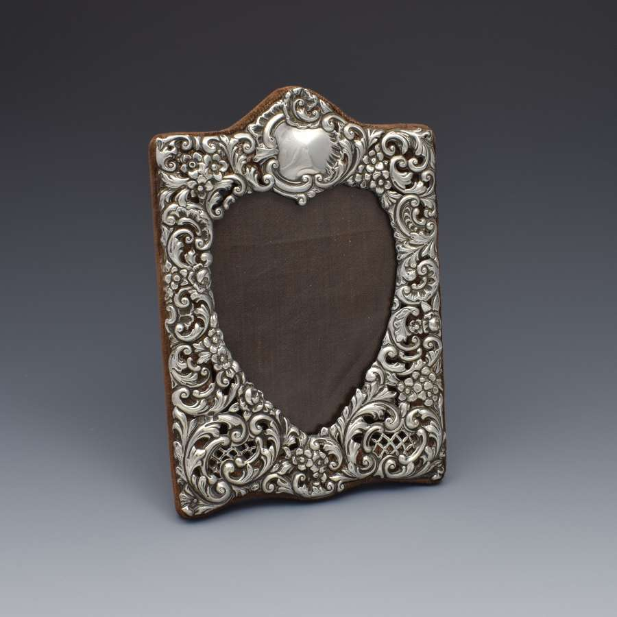 Victorian Silver Heart Photograph Frame Goldsmiths & Silversmiths Co.