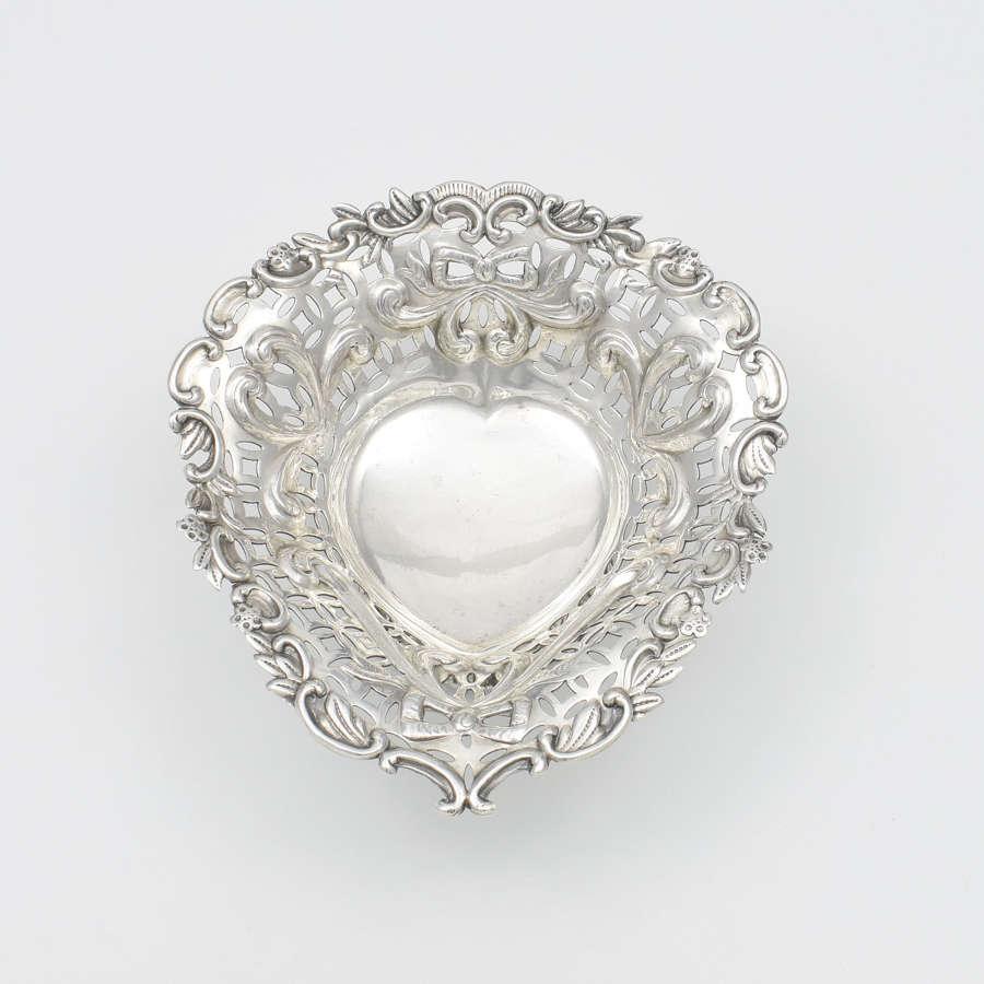 Pretty Victorian Silver Pierced Heart Shape Bonbon / Trinket Dish