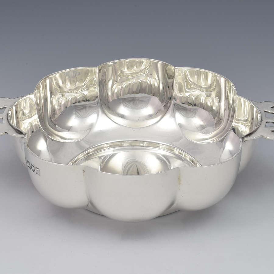 Large Edwardian Lobed Silver Quaich R. & S. Garrard & Co.