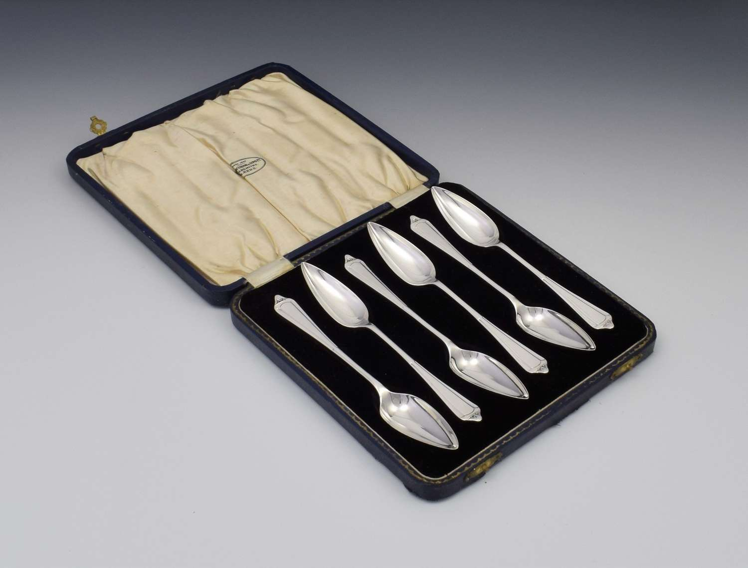 Pretty Cased Set Of 6 Silver Grapefruit Spoons William Hair Haseler