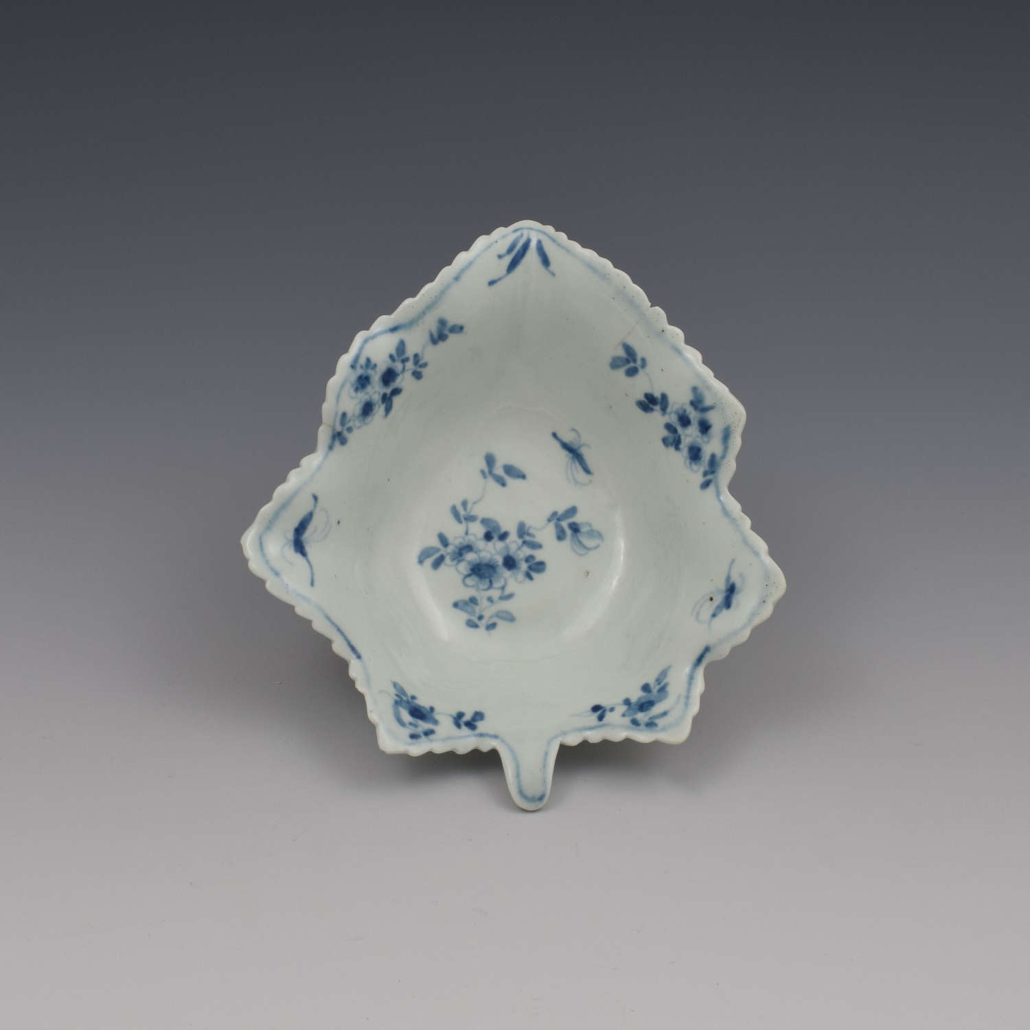 Large First Period Worcester Porcelain Pickle Leaf Daisy Dish c.1760